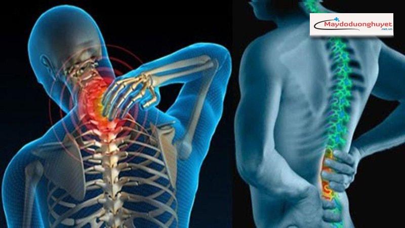 Tư thế ngủ nghiêng về bên phải có liên quan đến chứng đau lưng mãn tính. (Ảnh: Internet)