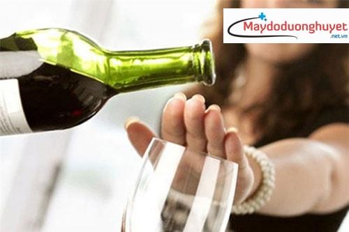Người bị cao huyết áp nên kiêng kị hoặc hạn chế uống các thức uống này. (Ảnh: Internet)