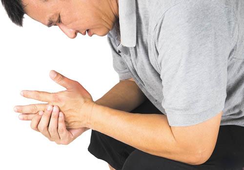 triu trung benh gout
